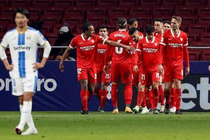 0-1. Ocampos rescata al Sevilla