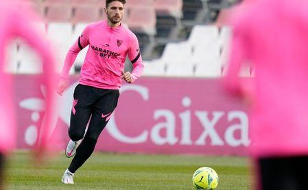 Varios futbolistas con molestias en el último entrenamiento del Sevilla .