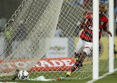 El Flamengo vence al Palmeiras y asegura la tercera posición del fútbol en Brasil