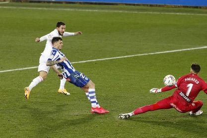 1-4. El Real Madrid revive y agua la fiesta centenaria del Alavés