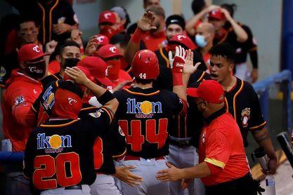 Los campeones de la liga de béisbol en Puerto Rico homenajeados en el Senado