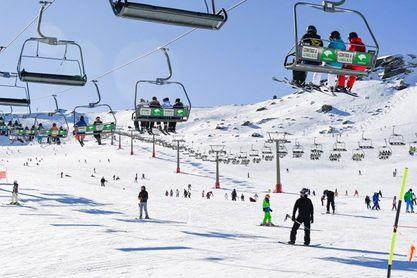 Sierra Nevada seguirá abierta con oferta esquiable reducida que irá revisando