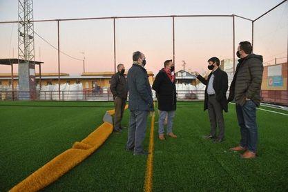 El Ayuntamiento inaugura el nuevo campo de fútbol de césped artificial de Vistahermosa en Valdezorras