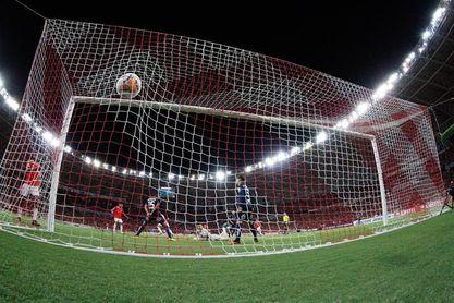 El Internacional recibe al Bragantino y busca ampliar su ventaja en la punta del fútbol en Brasil