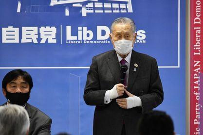 Suga dice que Japón sigue centrado en organizar los JJOO pese a extender la alerta