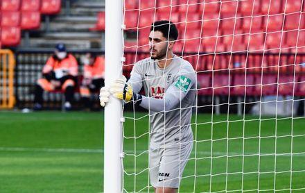 Rui Silva, portero del Granada, se compromete con el Betis hasta 2026