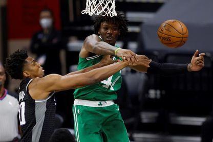 116-111. Fox y Hield completan la remontada de Kings ante los Celtics