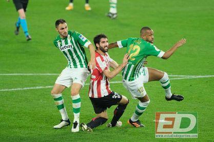 Canales y Víctor Ruiz 'ajustan cuentas': el día que el santanderino aguó el debut del zaguero.