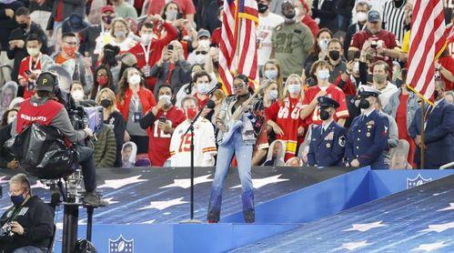 """H.E.R. conmueve con su interpretación de """"America The Beautiful"""""""