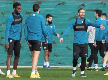 Muniain y Villalibre entrenan junto a sus compañeros y apuntan a disponibles.