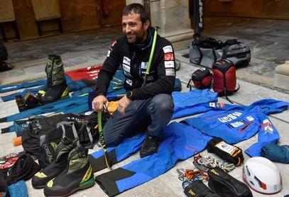 Alex Txikon intentará llegar a la cumbre del Manaslu el domingo