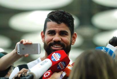 Diego Costa asiste a un partido en Brasil sin dar pistas sobre su futuro