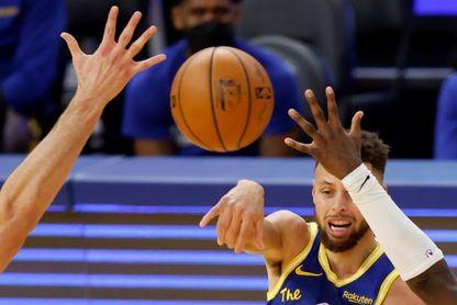 Curry da otra exhibición de 40 puntos, Jimmy Butler logra triple-doble