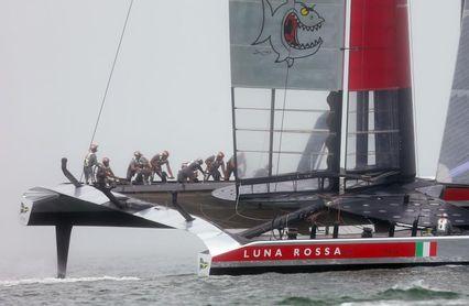 El 'Luna Rossa' abre la final con dos victorias sobre el INEOS británico