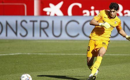 Bono, 'MVP' indiscutible del Sevilla FC-Huesca.