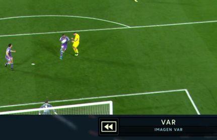 Una de las imágenes del VAR que sirvió a Gil Manzano para pitar penalti.