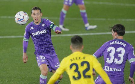 Andrés Guardado en el partido ante el Villarreal cumplió 100 como bético en Liga.