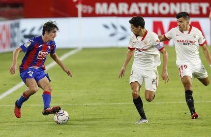 Bryan Gil habla de su futuro en el Sevilla FC, el interés del Barça, su juego, el sueño de la selección...