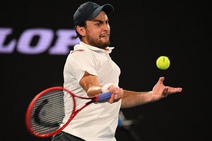 Djokovic despierta del sueño a Karatsev para acceder a su novena final