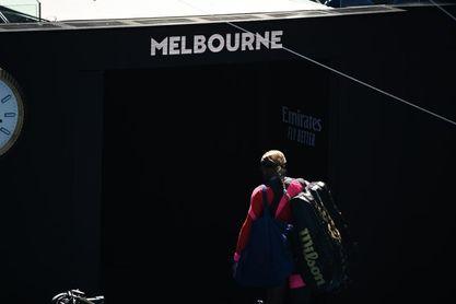 Serena Williams no puede contener las lágrimas y abandona la rueda de prensa.