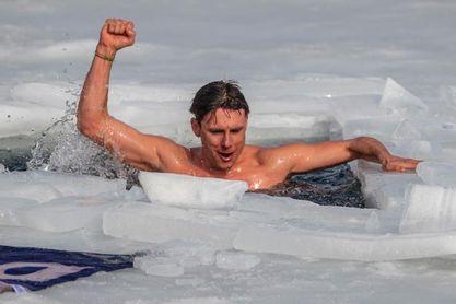 Un checo bate, con 80,9 metros, el récord del mundo en buceo en apnea bajo hielo