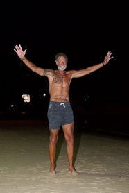 Un sudafricano impone récord mundial al cruzar el Atlántico a remo en 70 días