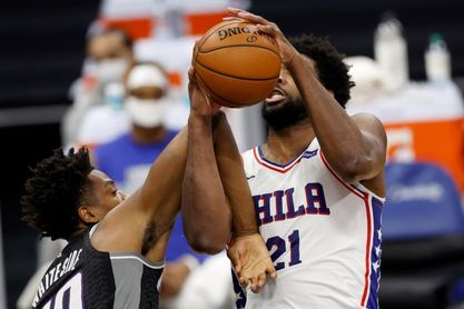 131-123. Embiid consigue doble-doble y Sixers ganan a Jazz duelo de líderes