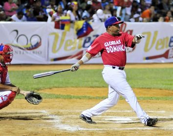 Críticas al ex beisbolista dominicano Luis Polonia por vacunarse contra la covid