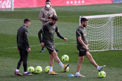 Simeone convoca a 20 jugadores con las bajas de Herrera y Giménez