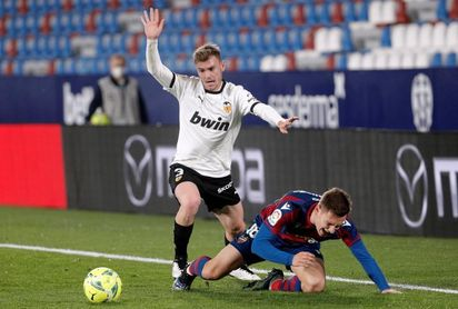 1-0. Un Levante superior se lleva el derbi ante un decepcionante Valencia