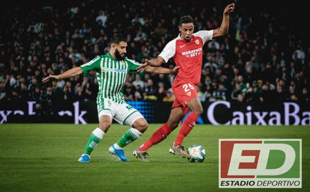 Fekir y Fernando, en el Real Betis-Sevilla FC de la primera vuelta.