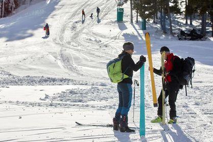 Las reservas se animan en las estaciones de esquí y algunas amplían dominio