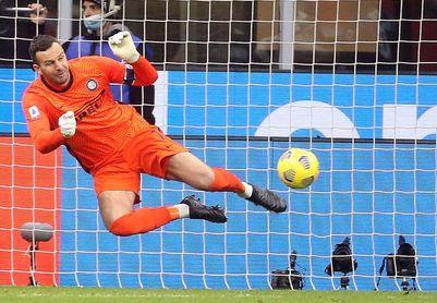 Handanovic, portero del Inter, da positivo por coronavirus