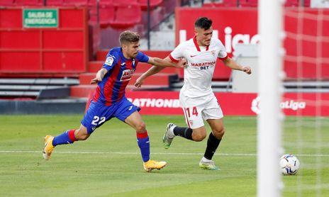 La afición del Sevilla FC quiere ver más a Óscar en acción.
