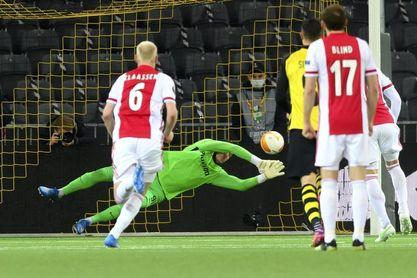 0-2. Neres y Tadic agrandan la racha del Ajax