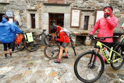 """Nace """"Kilómetro Cero"""", un viaje a los orígenes del ciclismo Madrid-Finisterre"""