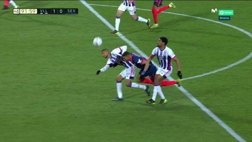El posible penalti a Diego Carlos que pasó casi desapercibido.