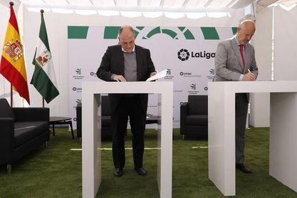 La Junta de Andalucía y LaLiga se unen en proyectos de formación y desarrollo social