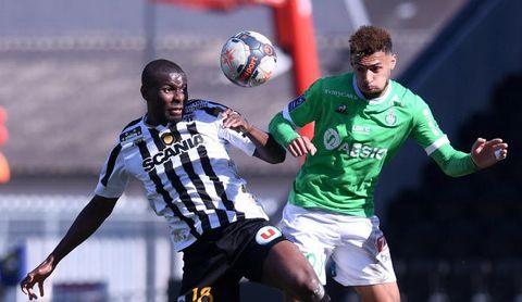 Amadou resurge en un momento clave para el Sevilla.