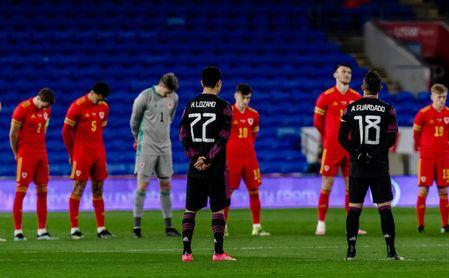 Gales denuncia insultos racistas en el amistoso ante México.