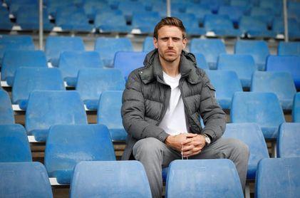 Nacho Monreal renueva por una temporada más en vísperas de la final de Copa