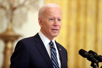 """Biden califica de """"error"""" que los Texas Rangers llenen su campo de aficionados"""