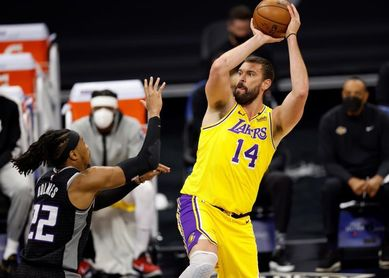 94-115. Kuzma sella la victoria de los diezmados Lakers; Gasol, nueve rebotes