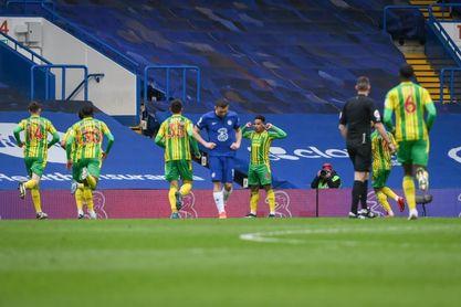 Thiago Silva echa por tierra la invencibilidad del Chelsea.