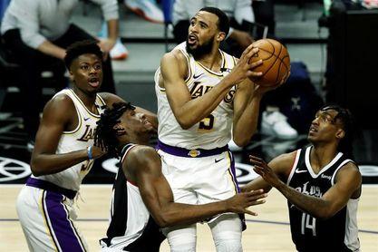104-86: Los Clippers despedazan a unos Lakers inermes