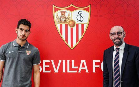 El Sevilla ata a su futuro: Adrián González