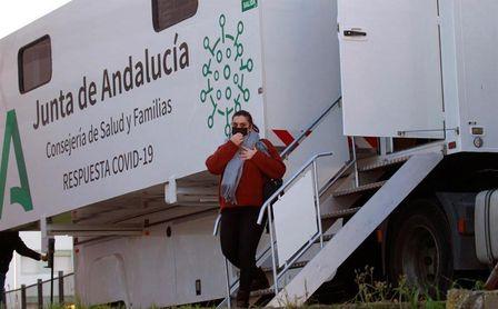 Andalucía registra 2.249 contagios y 9 muertos en el último día.
