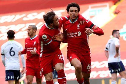 2-1. Alexander Arnold rescata al Liverpool en Anfield