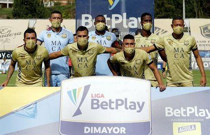 La liga colombiana, empañada por un partido en el que un equipo jugó con 7 futbolistas