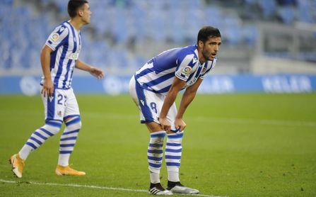 Mikel Merino podría no jugar más: octava baja de la Real para recibir al Sevilla y luchar con Betis y Villarreal